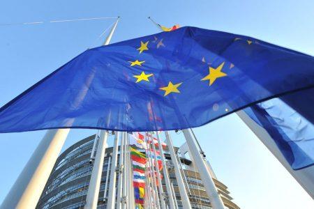 Romanii sunt optimisti si au incredere in UE